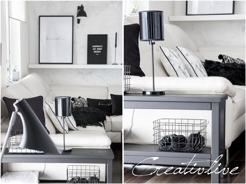 Sofa mit schwarz weißen Kissen
