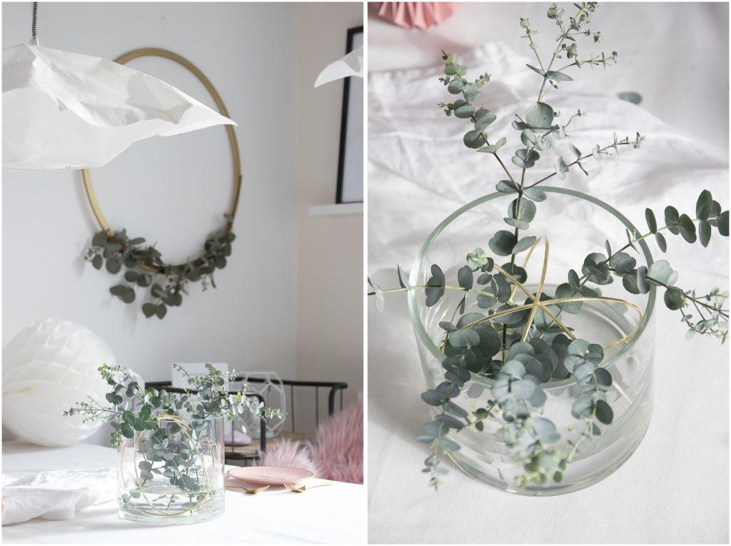 Vase mit Ringen und Eucalyptus